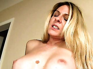 Curvy Horny Mummy Angela Attison Invites Sexy Blondie For Good Mff 3some