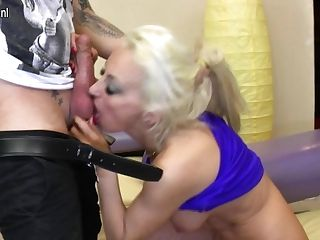 Hot Steamy Housewife Fucking And Sucking Her Pretty Donk Off - Maturenl