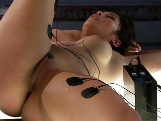 Isis Love & Mia Li In Deep Electrical Examination - Electrosluts