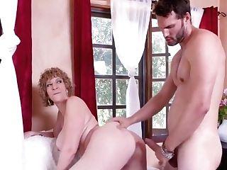 Mummy - Nymphomaniac Cougar Sara Jay Fucks A Youthfull Nude Model