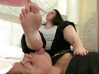 Monaliza - Monaliza's Feet Served