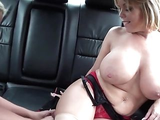 Big Natural Titted Mummy Go Down On Sexy Youthfull Blonde In The Back