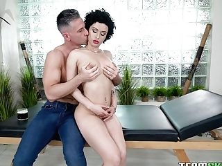 Brunet Mummy With Beautiful Natural Tits Stacy Bloom Gets Fucked And Jizzed