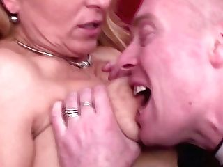 Matures Mothers Sans Boundaries Fuck Boys Drink Piss