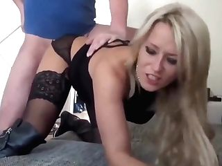 Hot Mummy Gives Deepthroat Fellatio Her Chief On Biz Excursion