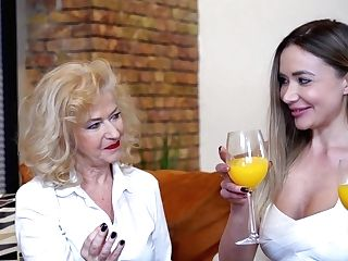Sexy Brit Grandmother And Her Youthfull Gf Go Down On Each Other - Maturenl